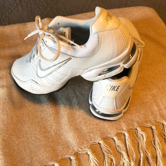 womens leather nike trainers